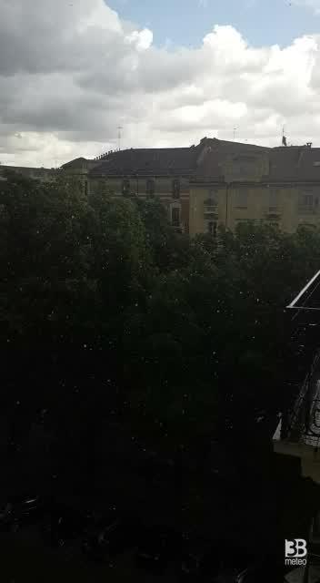 CRONACA METEO DIRETTA - TORINO, alle 14 scatta il temporale. Locali nubifragi - VIDEO
