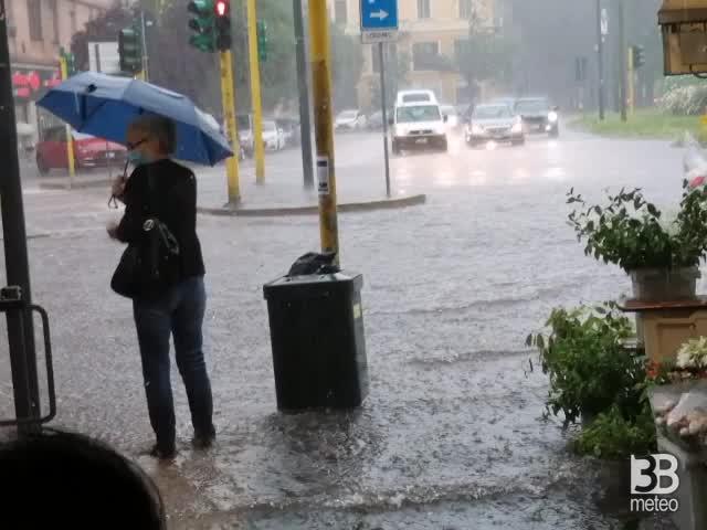 CRONACA METEO DIRETTA - Forte temporale a Milano. Ecco la situazione nella zona nord e le previsioni- VIDEO