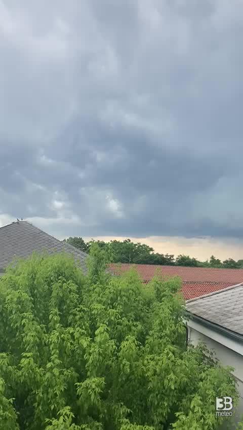 CRONACA METEO DIRETTA - Nuovi temporali si formano nel pomeriggio al Nordest. La situazione a ROVIGO - VIDEO