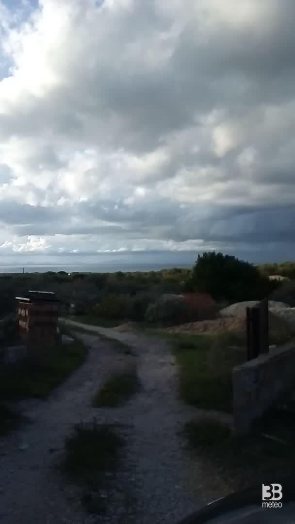 CRONACA METEO - TROMBA MARINA martedì in Sardegna. Le immagini dalla costa di SASSARI - VIDEO