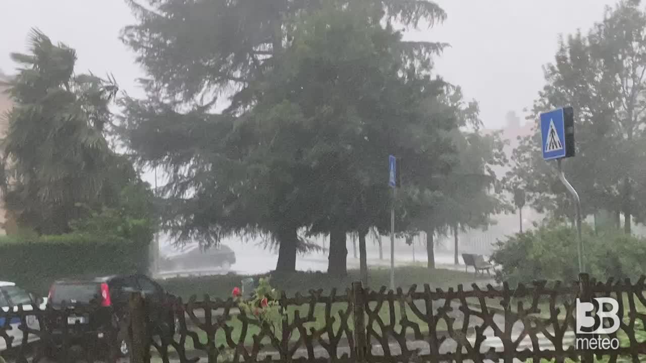 CRONACA METEO - Maltempo, forti temporali e venti tempestosi sabato in Lombardia. La situazione nei pressi di MILANO - VIDEO
