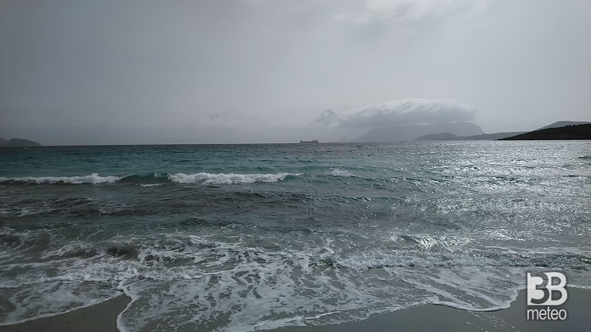 Cronaca meteo video: vento forte a Olbia