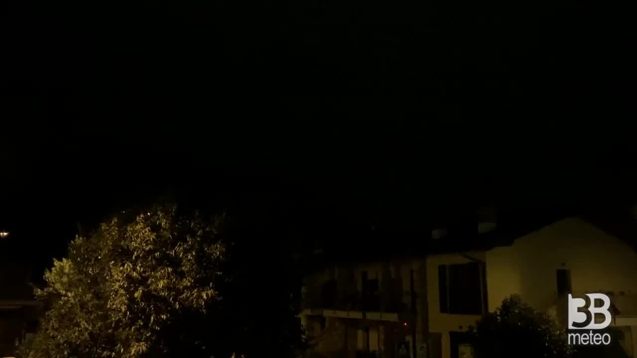 Cronaca meteo VIDEO: BERGAMO, forte temporale con TEMPESTA DI FULMINIi