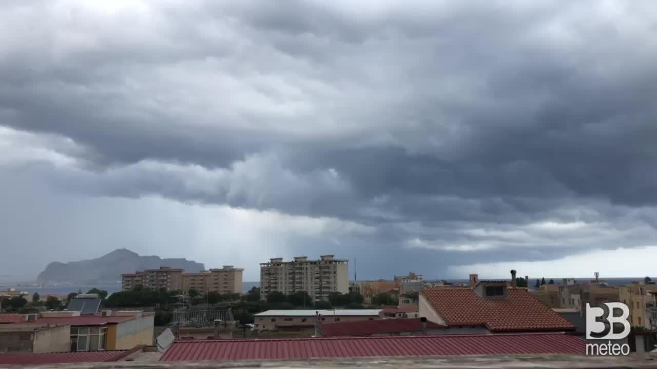 CRONACA METEO DIRETTA - SICILIA bersaglio di FORTI TEMPORALI. La situazione a PALERMO - VIDEO