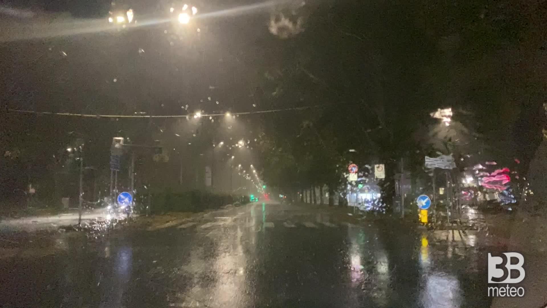 Maltempo, forte pioggia: il Lambro in piena a Monza
