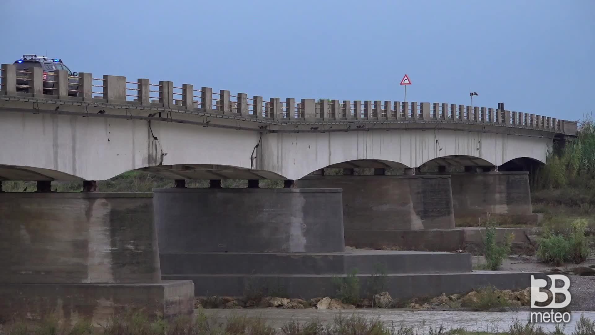 Riaperto il ponte sul Neto: avvallamento porzione centrale