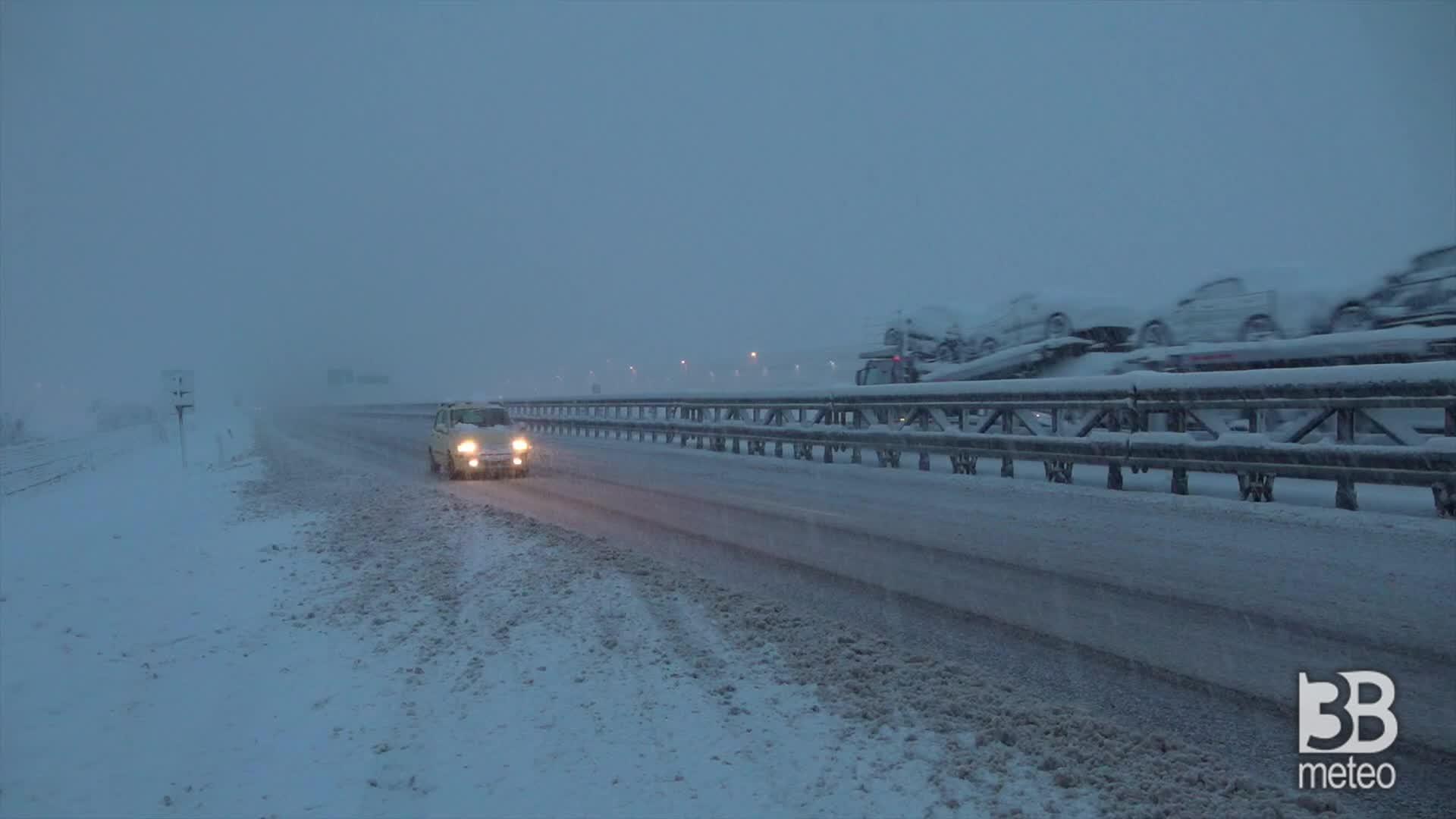 Forte nevicata sulla A21: il casello di Piacenza Ovest
