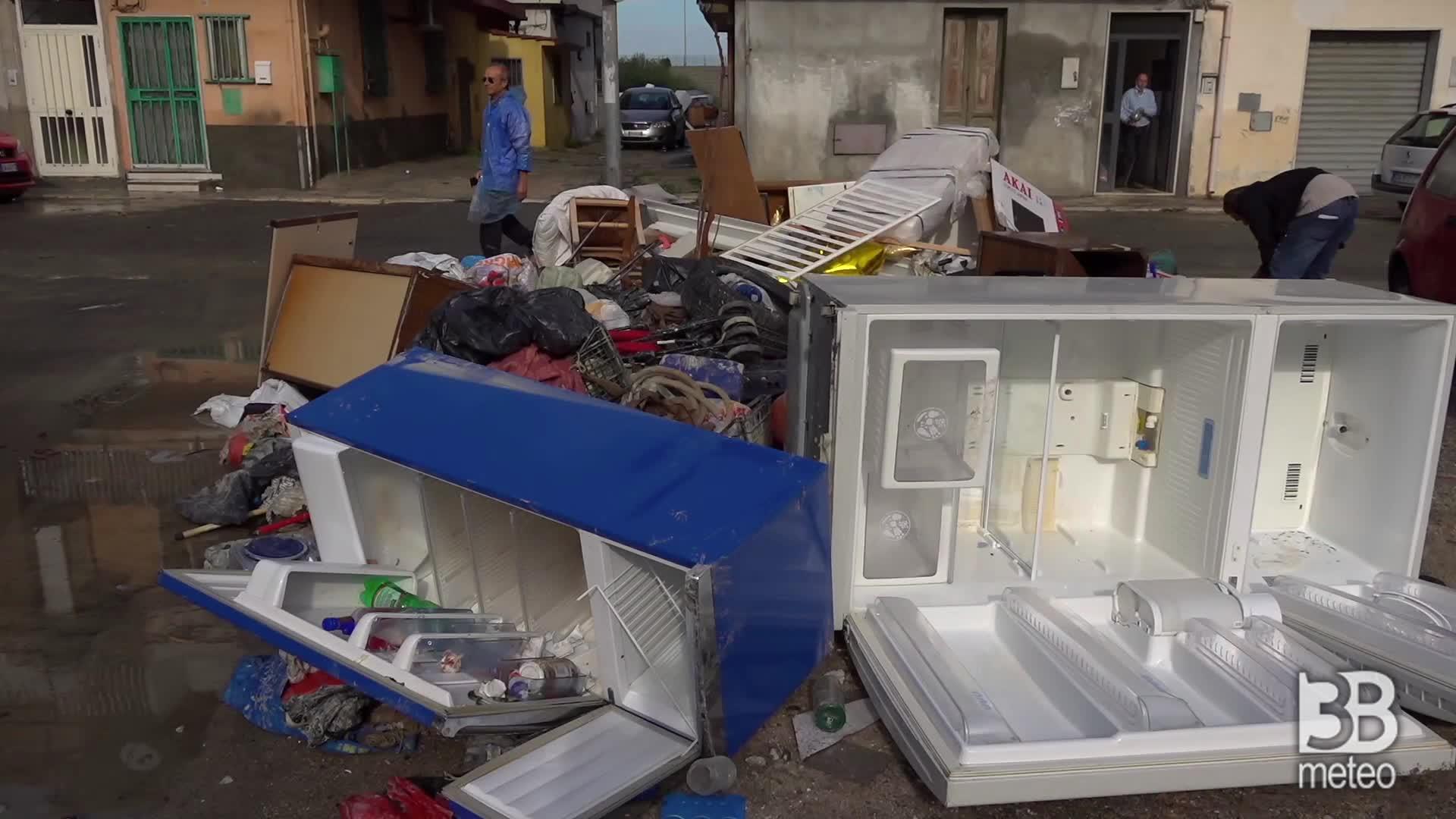 Crotone, fango nei negozi: devastazione dopo l'alluvione