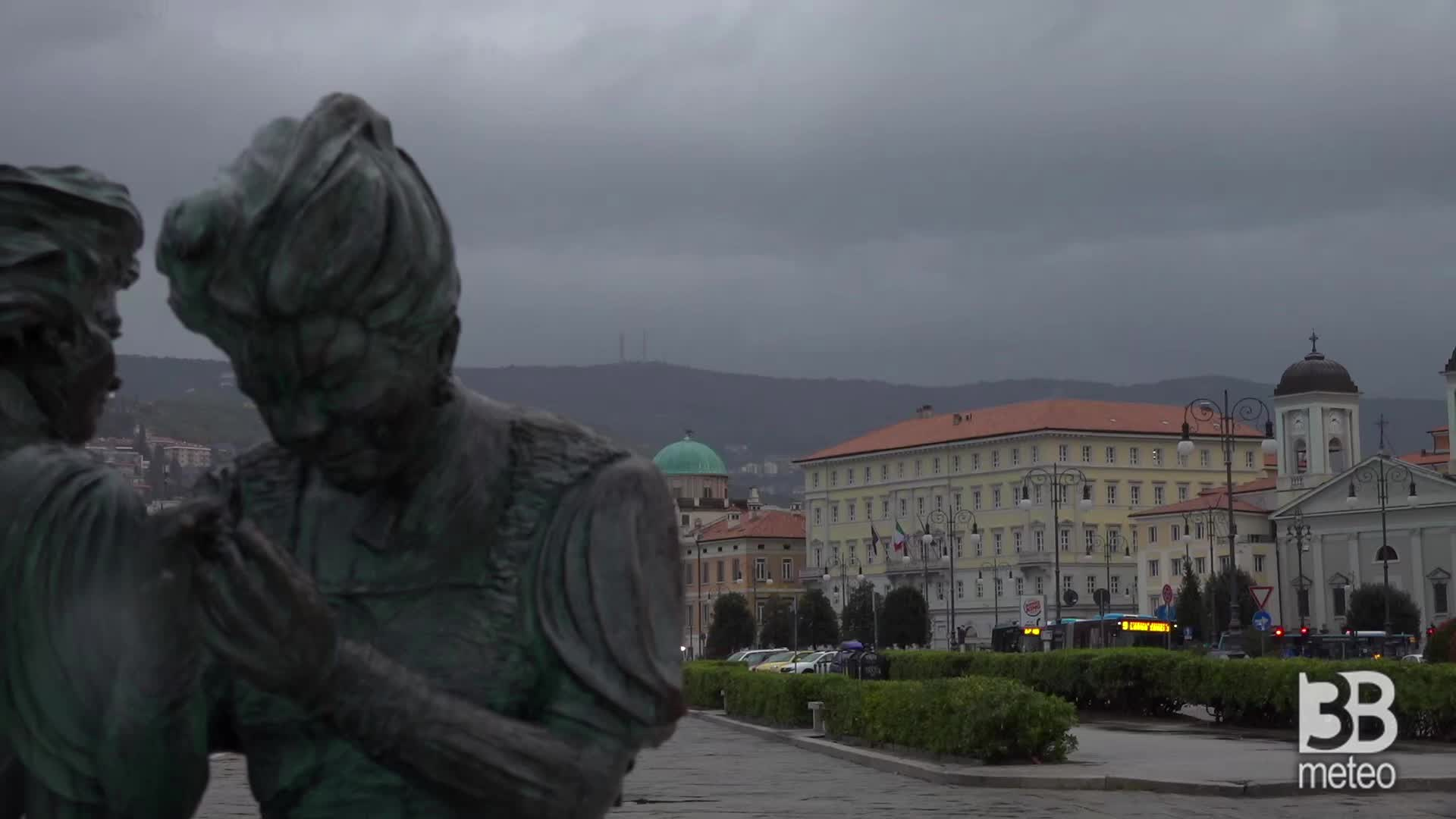 Trieste, time-lapse maltempo: si alza il vento in citt?