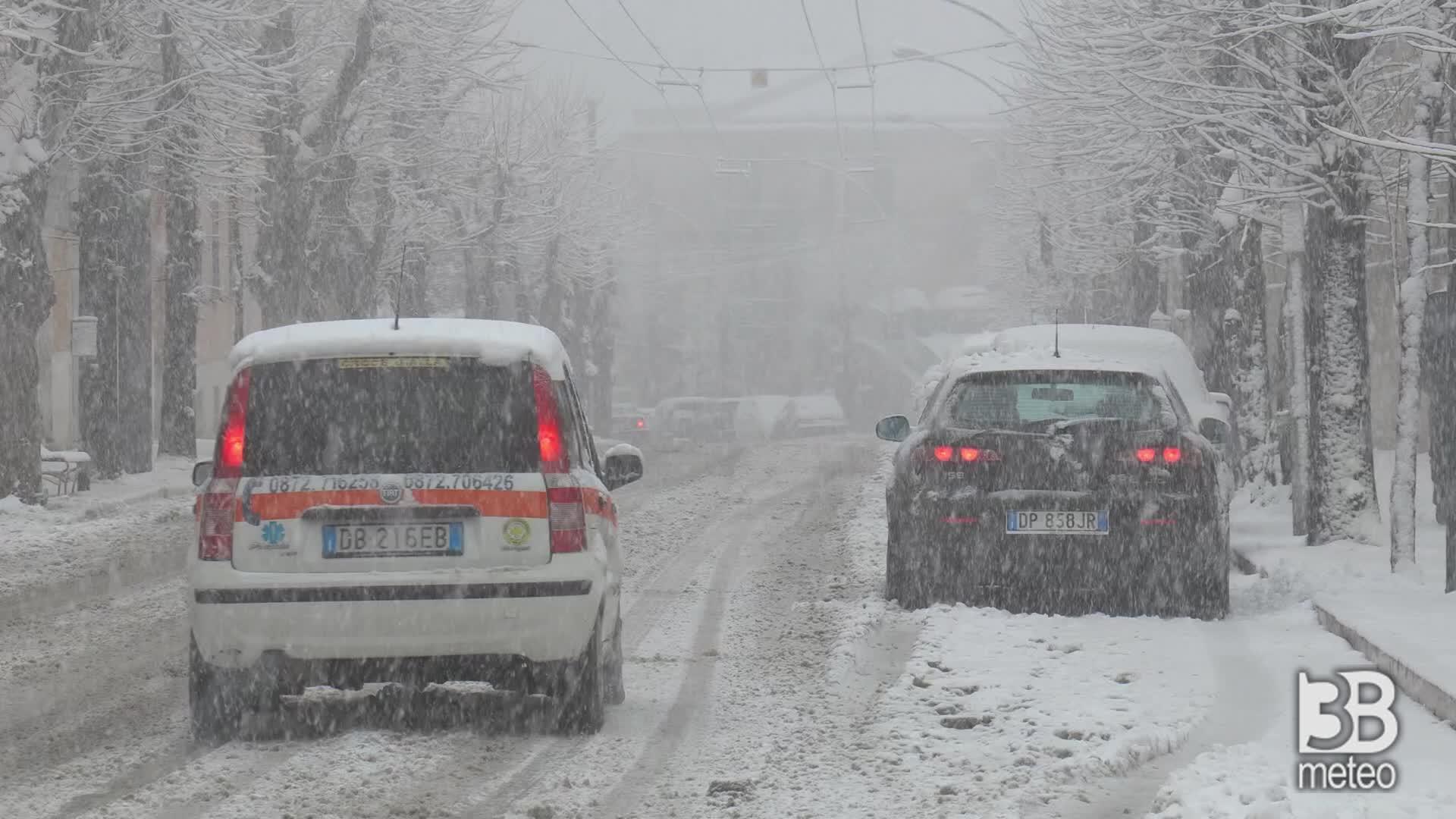Chieti ore 10.00: la nevicata si intensifica