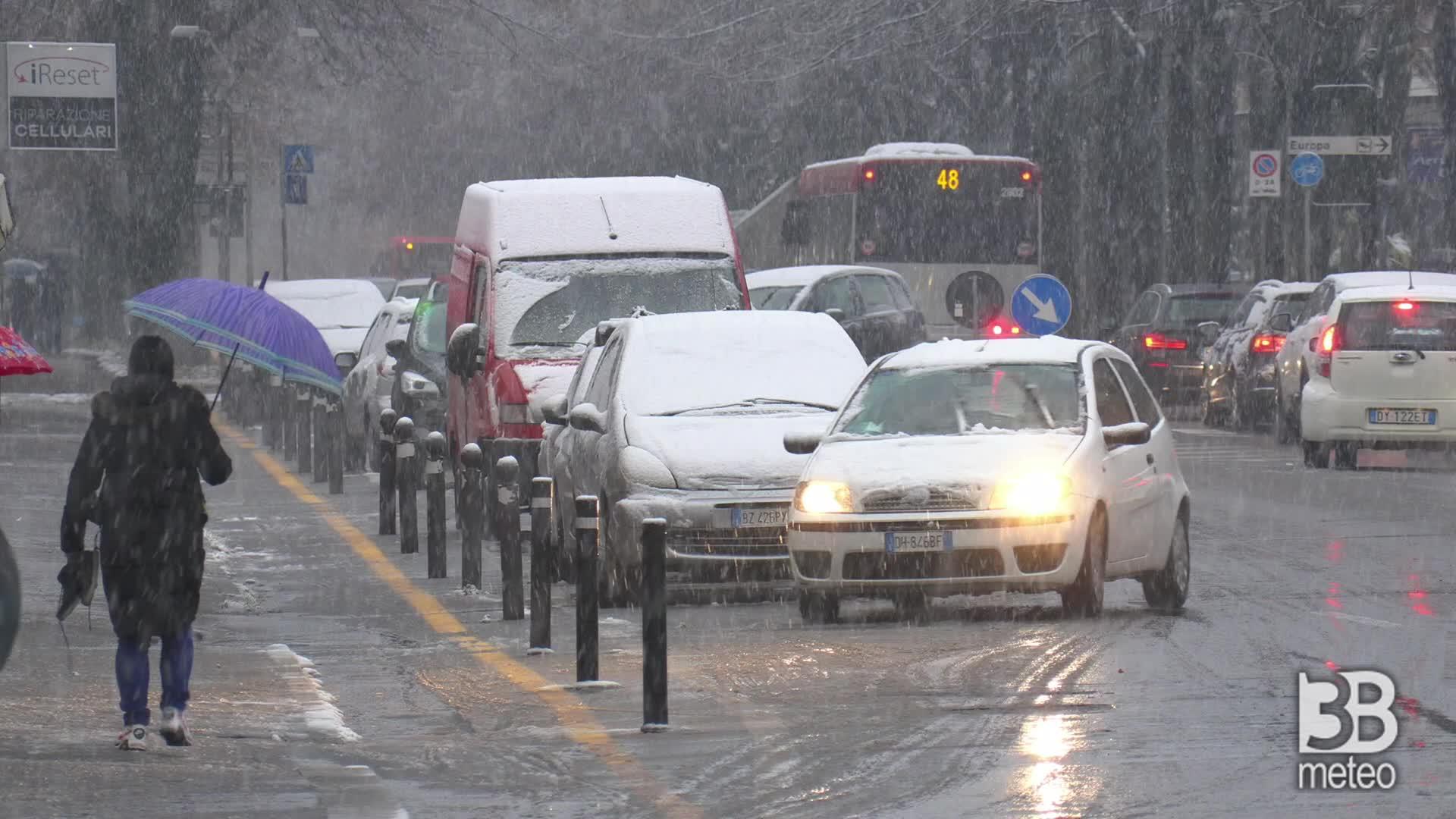 Reggio Emilia imbiancata: il risveglio sotto la neve