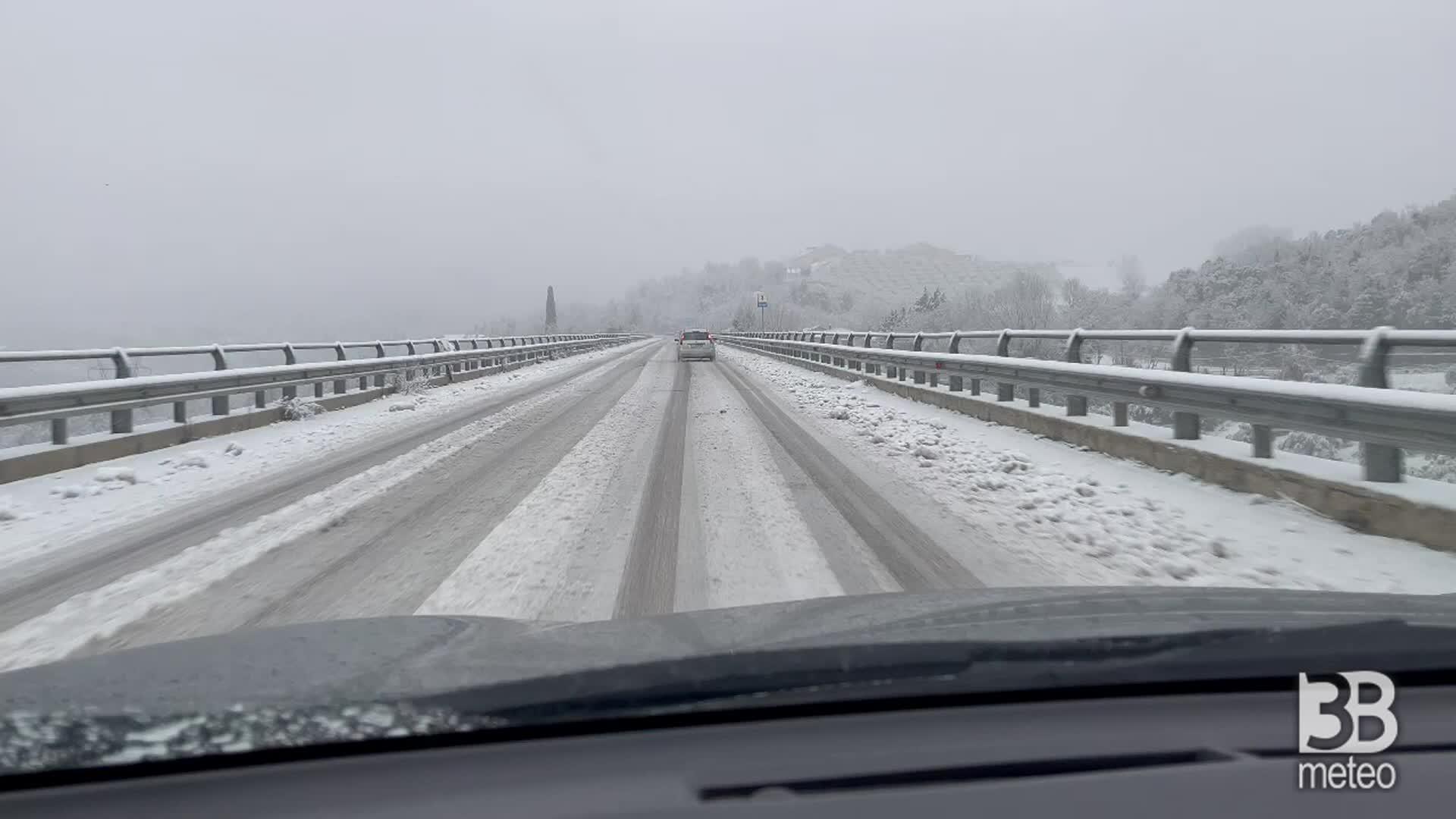 Allerta neve in Abruzzo: camera car a Pescara