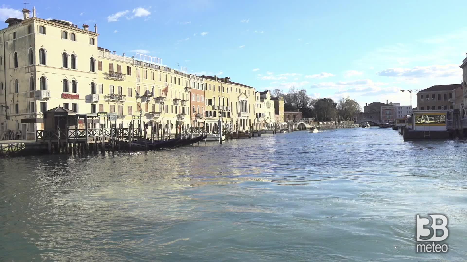Venezia zona rossa: le immagini dai canali