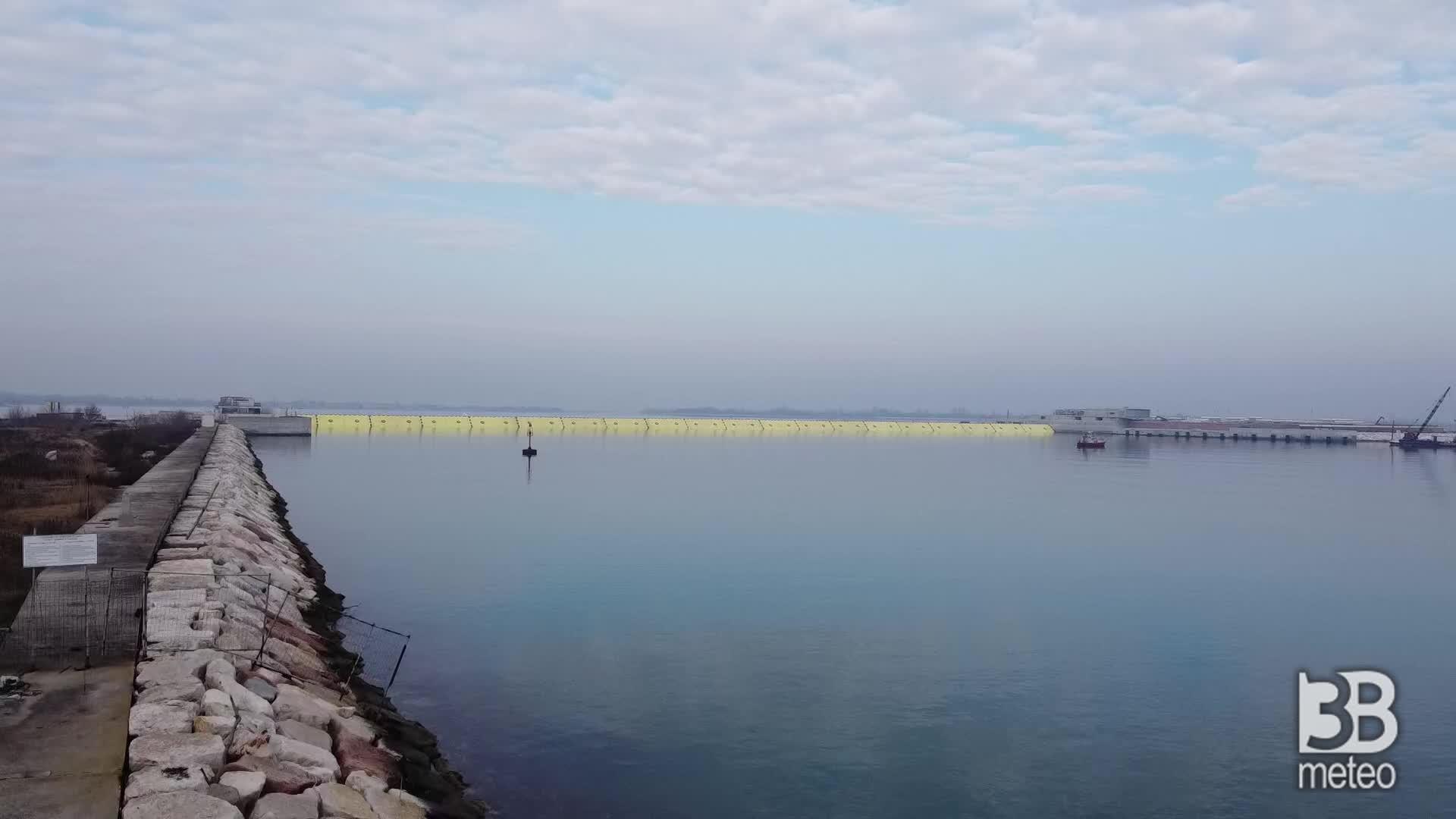 Venezia, il Mose sollevato: le immagini dal drone