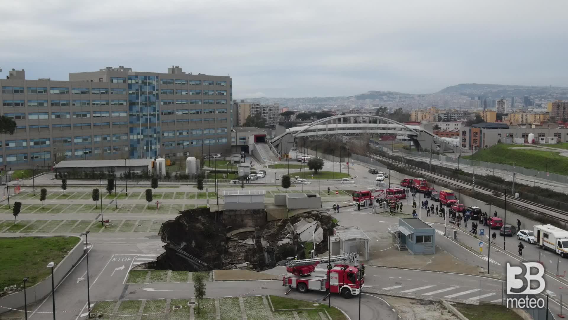 Grossa voragine a Napoli: le immagini dal drone