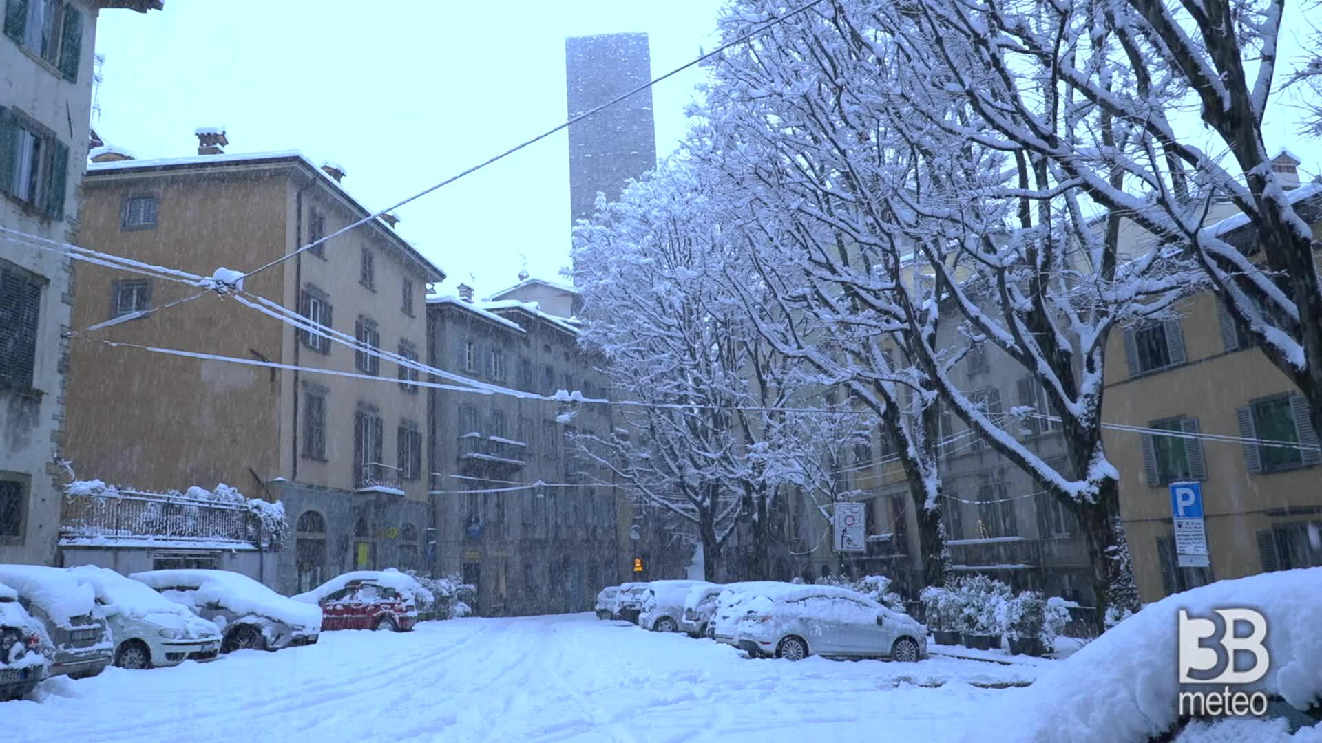 Citta Alta Bergamo : Continua a nevicare