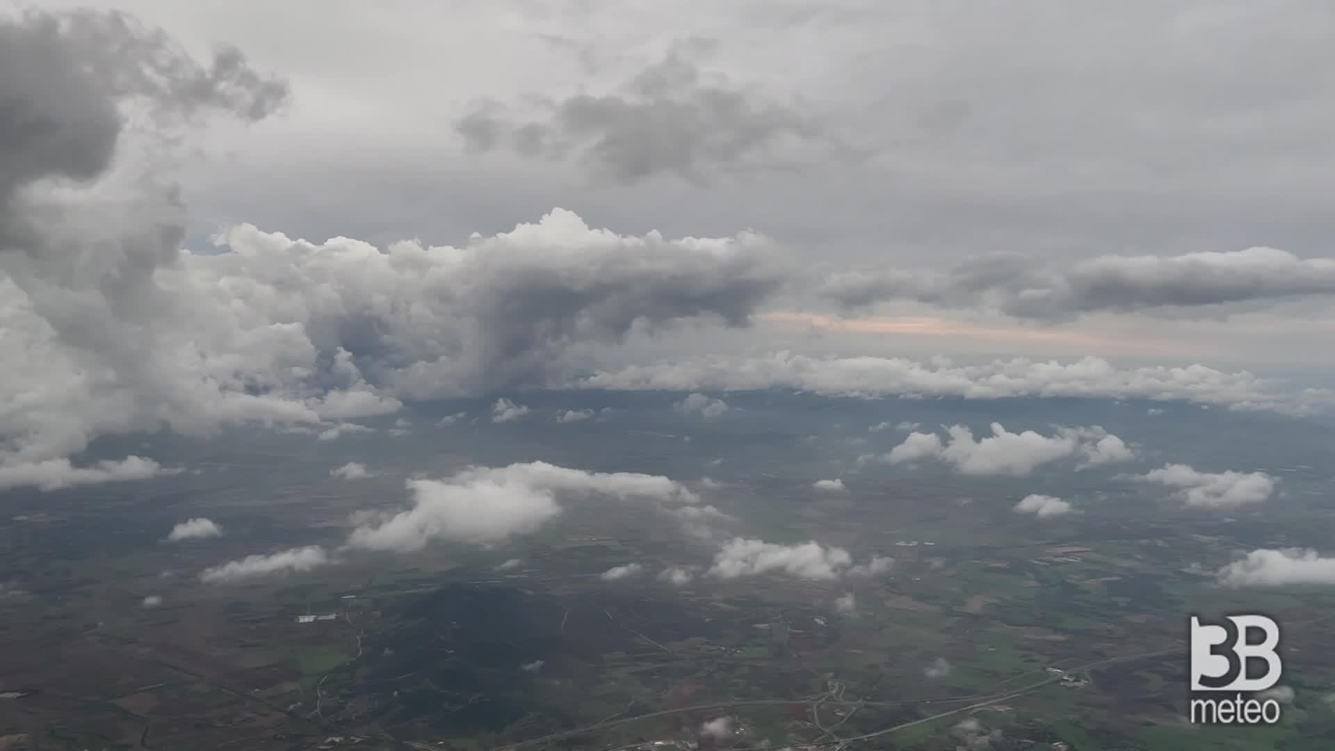 Allerta rossa in Sardegna: primi fronti nuvolosi sull'isola