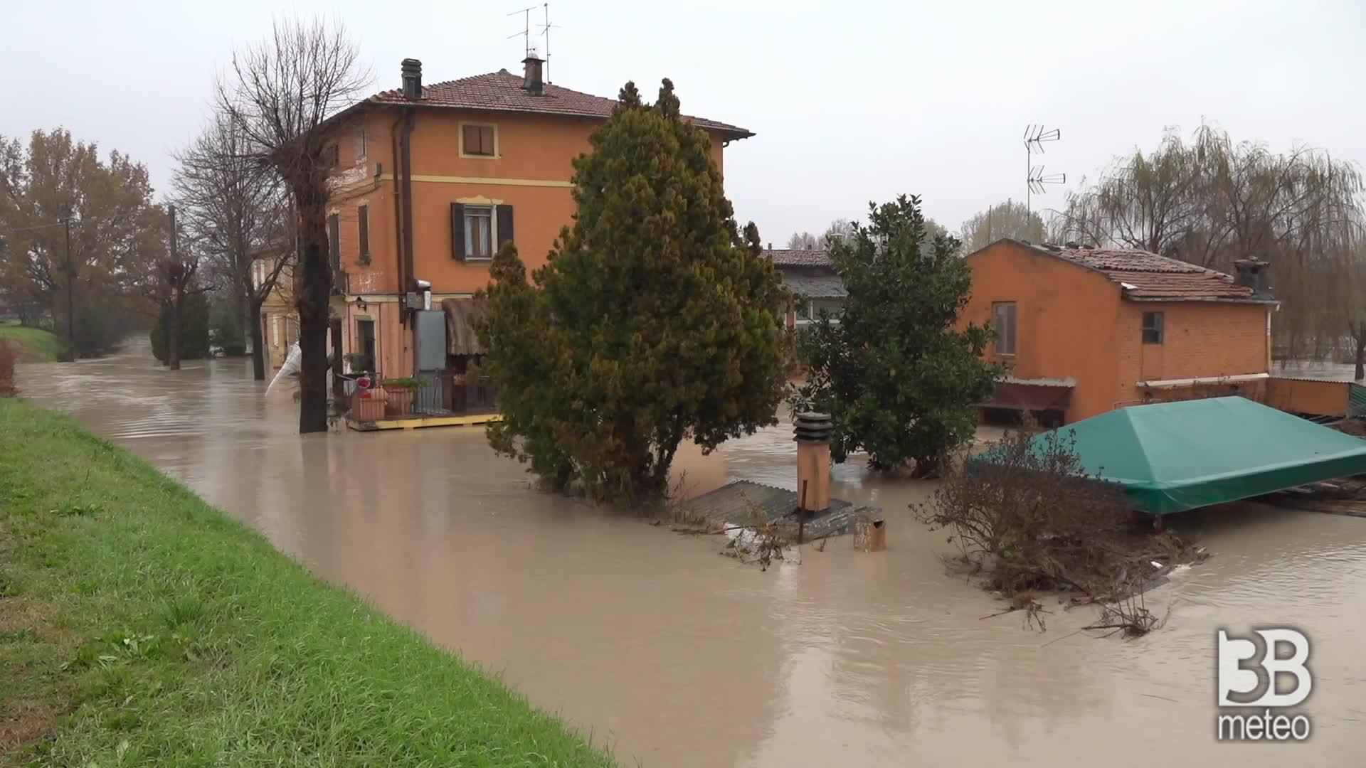 Esonda il Panaro nel modenese: case invase dall'acqua