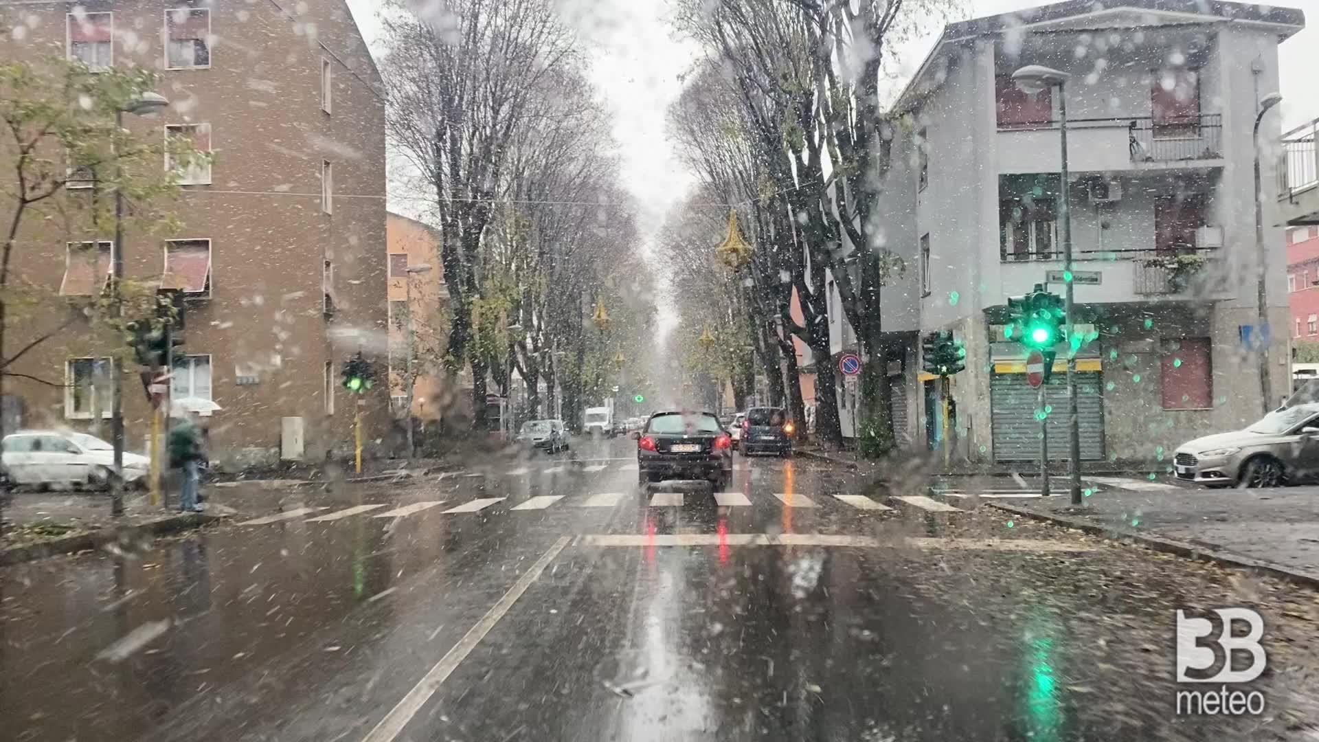 Monza, comincia a nevicare: camera car primi fiocchi di neve