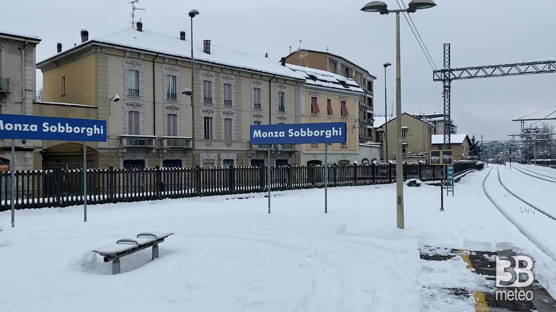 Nevicata a Monza: stazione imbiancata