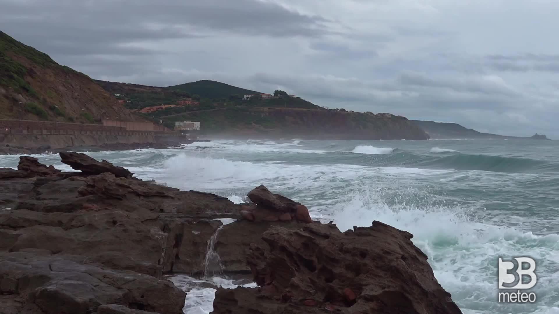 Cronaca METEO - Sardegna, prosegue il maltempo: temporali all alba. VIDEO