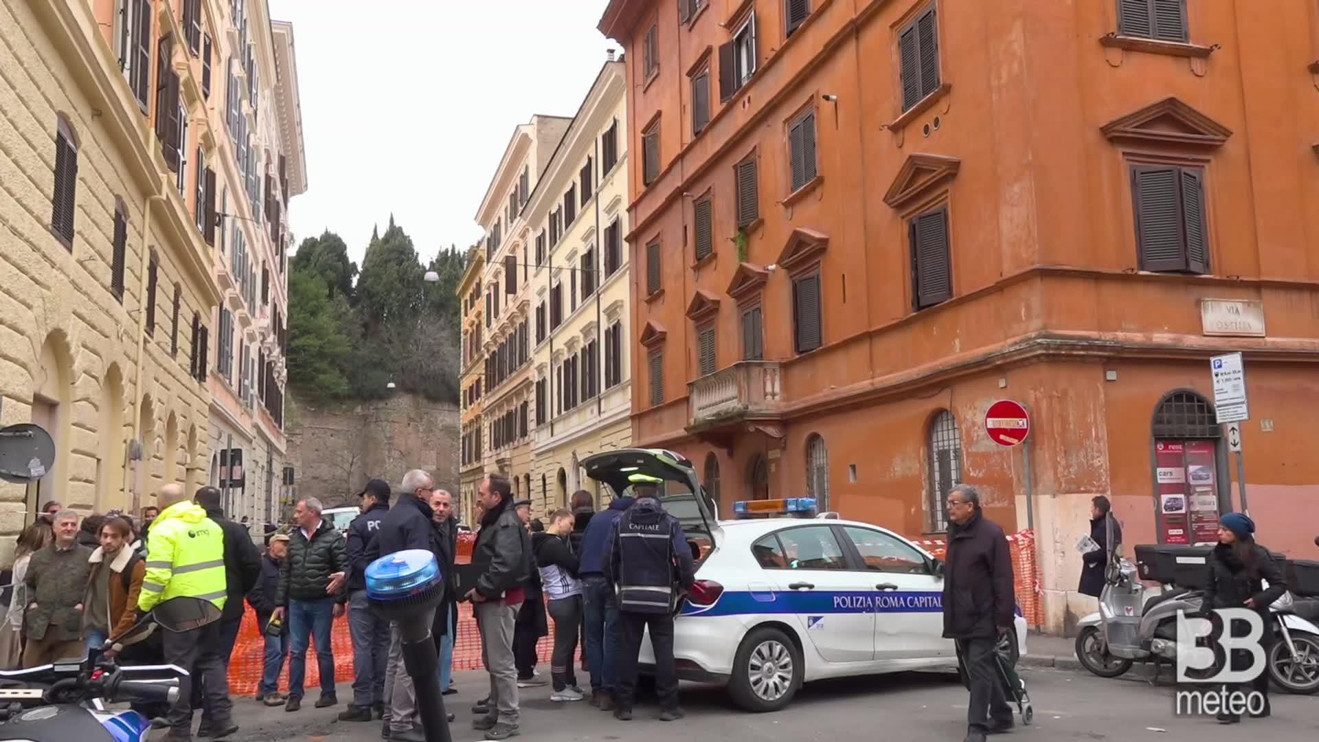 Immagine 1:CRONACA VIDEO. Roma, voragine vicino Colosseo: evacuato edificio 4 piani