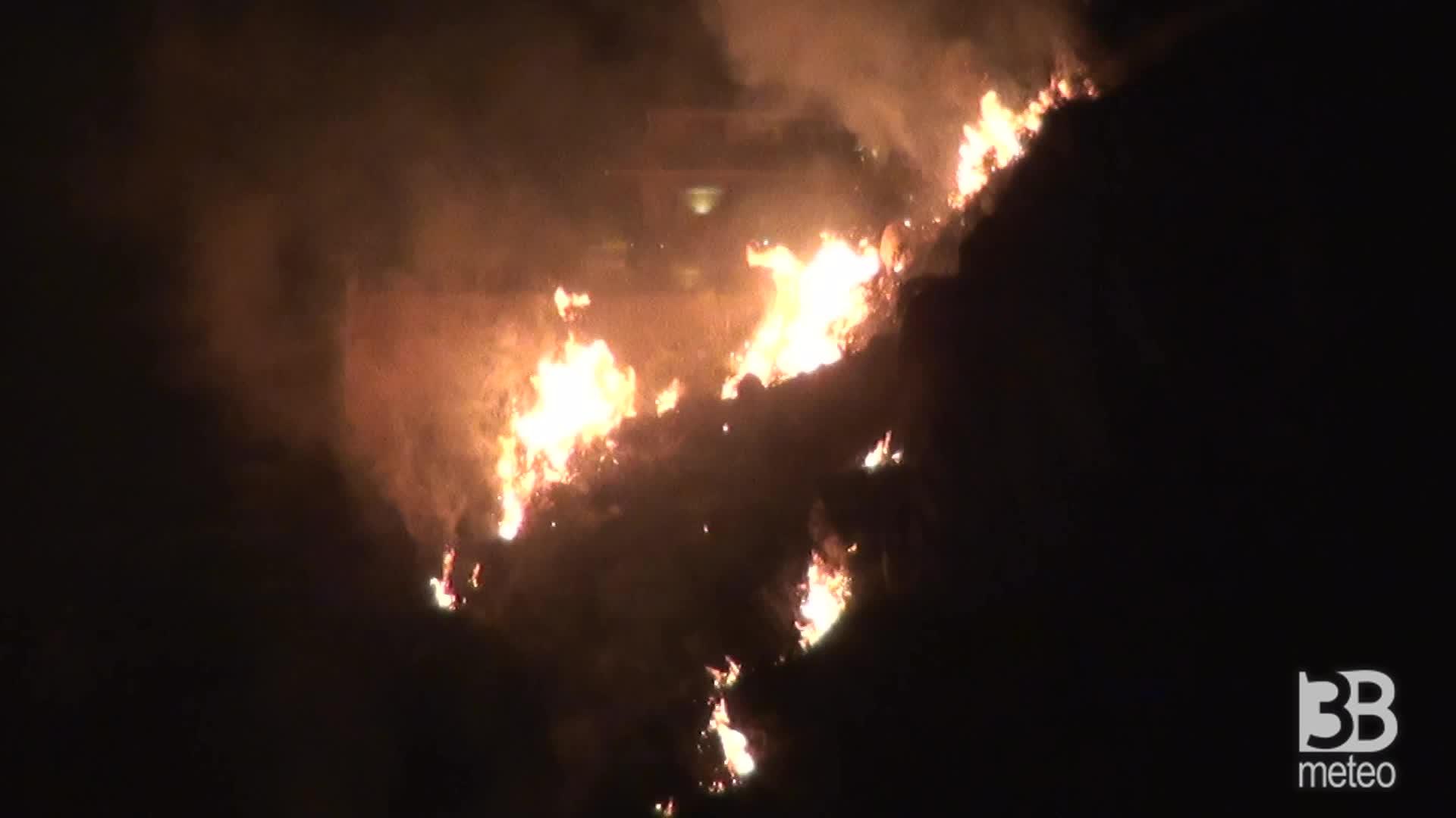 Vasto incendio a Palermo: lambite alcune abitazioni