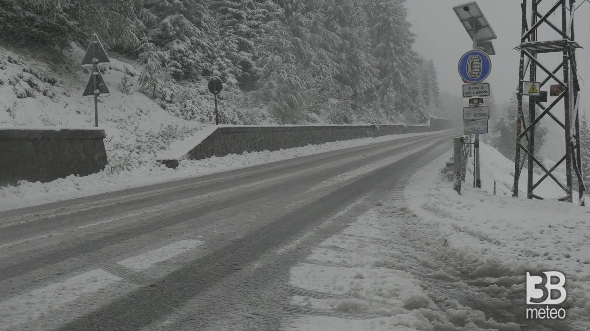 Prima nevicata d autunno: imbiancate le Alpi lombarde