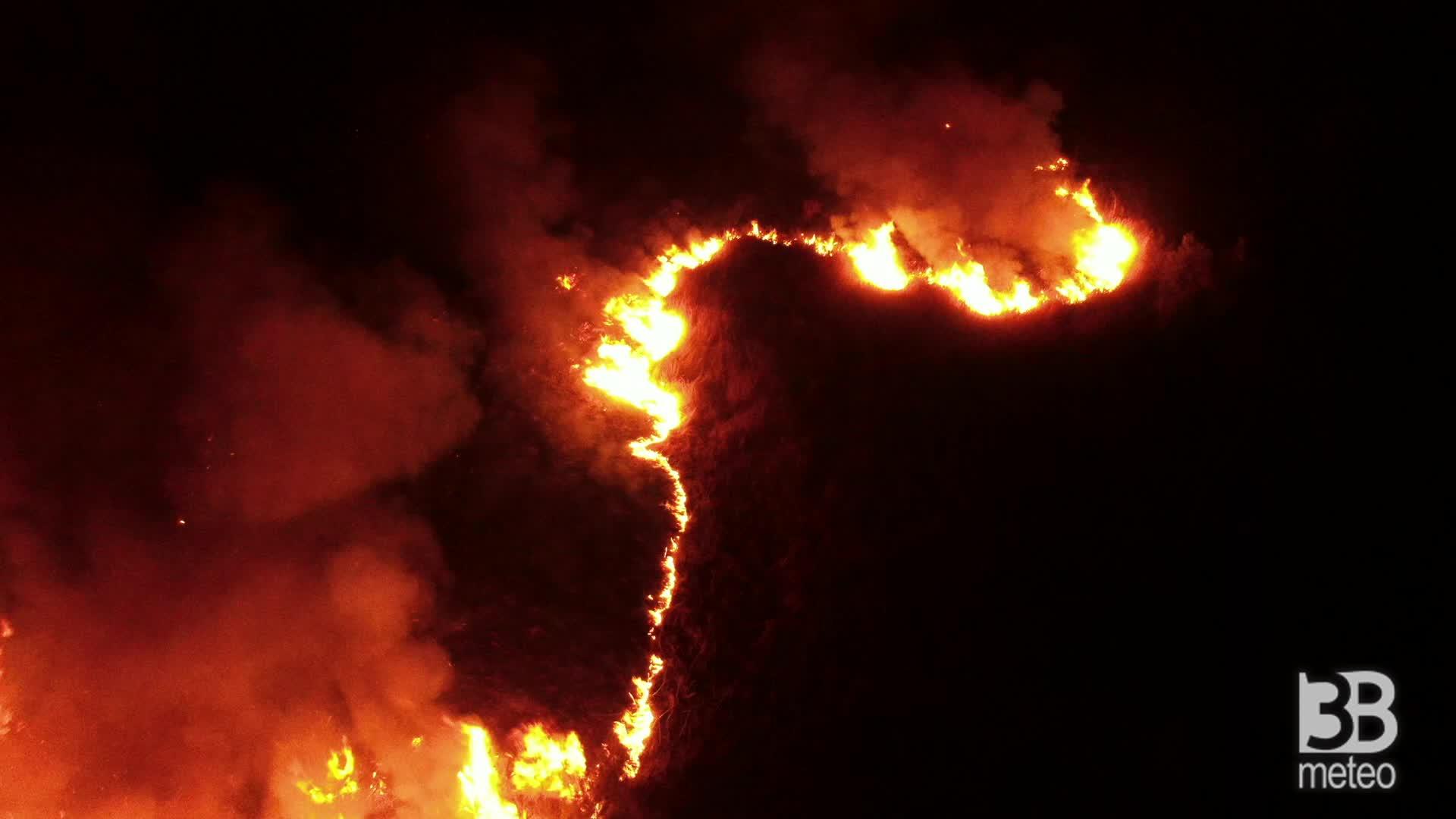 CRONACA DIRETTA - Catania, incendi sul simeto: i roghi visti dall alto - VIDEO