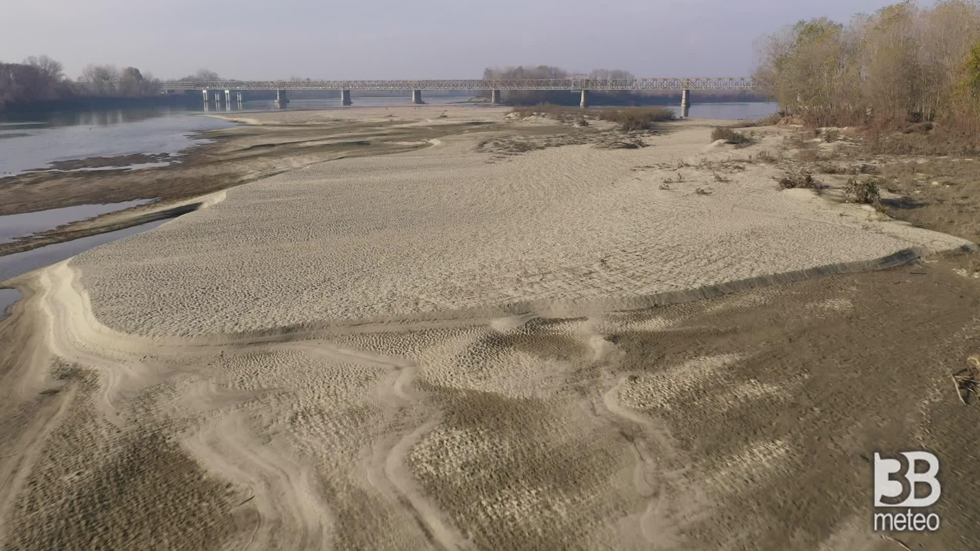 Allarme siccità per il Po: le immagini dal drone