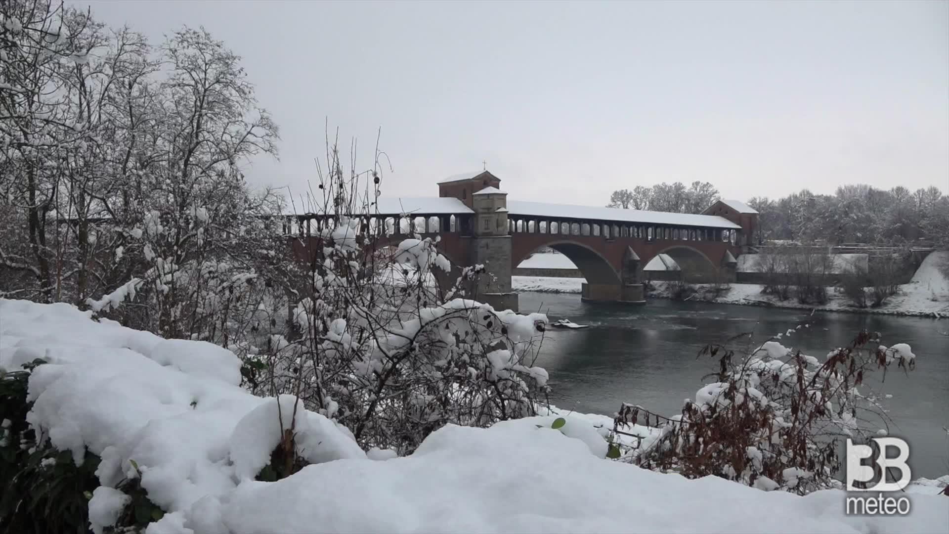 Pavia, la città imbiancata: la città coperta di neve