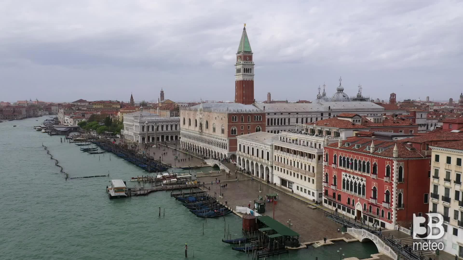 Venezia, mose operativo: le immagini dal drone