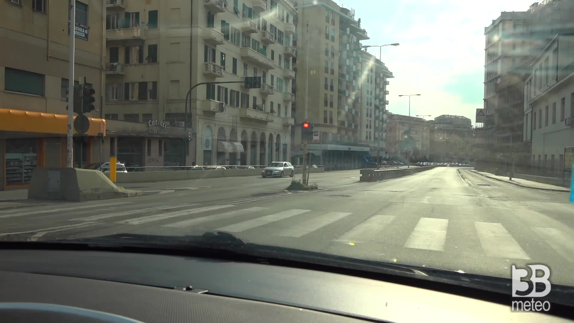 Camera car a Genova: mai così poche auto in strada