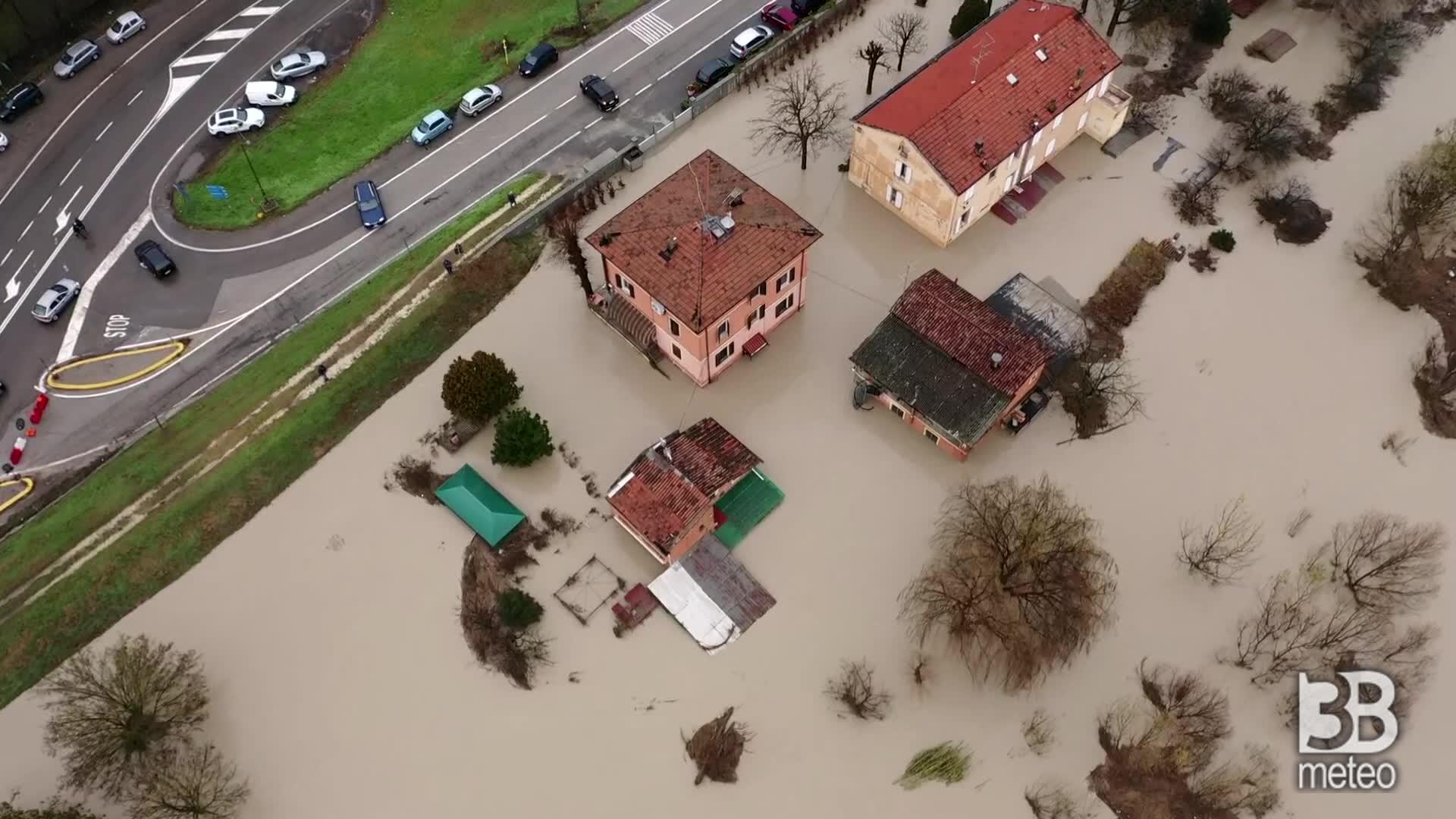 Vaste aree allagate nel modenese: le immagini dal drone